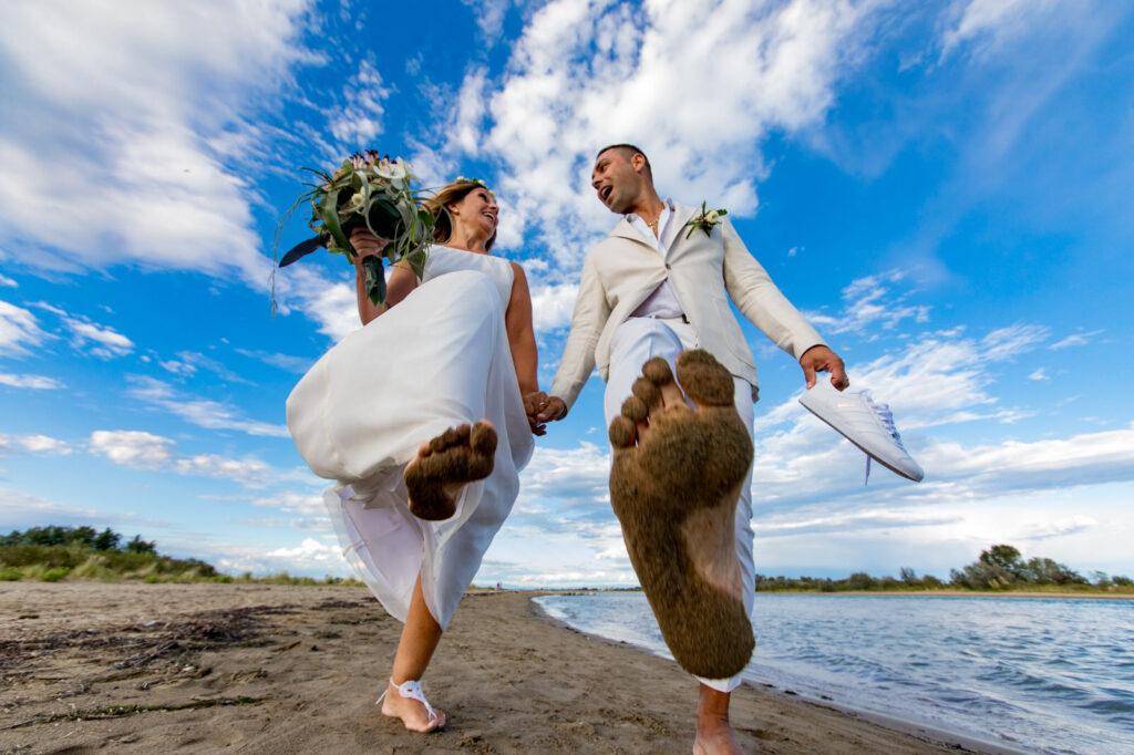 due sposi in spiaggia